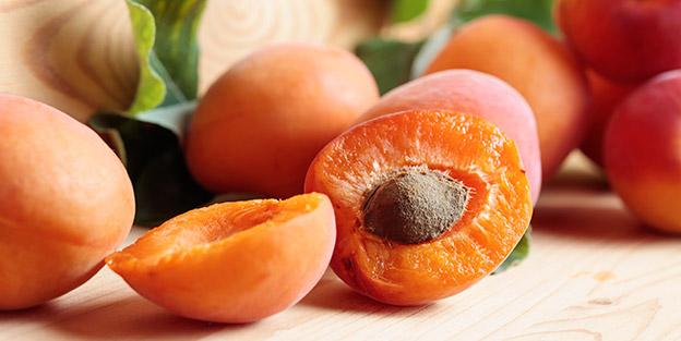 Beneficios de las frutas con hueso, tan típicas del verano
