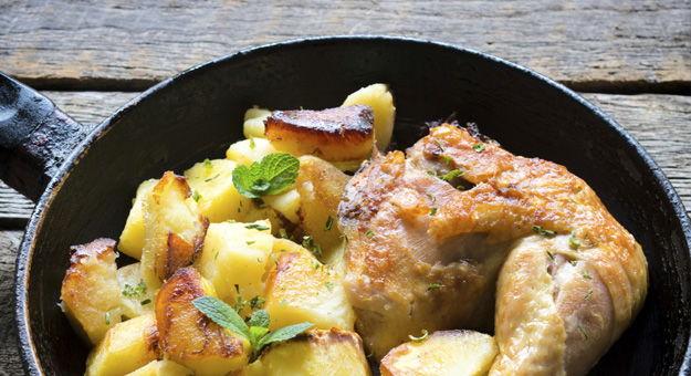 Receta de muslo de pollo asado con guarnici n de manzana for Cocinar un pollo entero