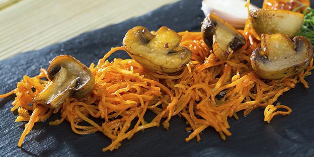 Zanahoria rallada con champiñones. ¡y chorizo!